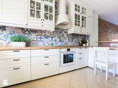 Salon prowansalski z aneksem kuchennym - Kuchnia, styl prowansalski - zdjęcie od…