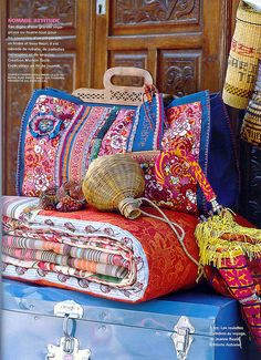 Gypsy Party - Bohemian Chic Decorations - Bright colored blankets and Old Trunks Gypsy Style, Hippie Style, Bohemian Style, Boho Chic, Folk Style, Bohemian Design, Hippie Bohemian, Boho Gypsy, Bohemian Decor