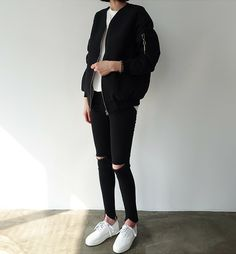 Death by Elocution- White t shirt- Black bomber jacket- Black ripped jeans- White sneakers Ulzzang Fashion, Tomboy Fashion, Look Fashion, Korean Fashion, Fashion Outfits, Estilo Boyish, Estilo Tomboy, Moda Ulzzang, Cool Outfits