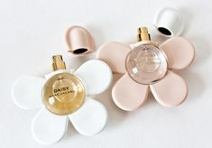 cute summer flower Marc by Marc Jacobs Daisy Marc Jacobs spring perfume fragrance Parfum Chic, Parfum Rose, Perfume Chanel, Daisy Perfume, Flower Perfume, Pink Perfume, Perfume Fragrance, Marc Jacobs Daisy, Parfum Marc Jacobs