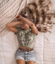 beauty hacks tips are readily available on our site. Model Poses Photography, Girl Photo Poses, Girl Photos, Cute Casual Outfits, Summer Outfits, All About Fashion, Fashion Pictures, Ideias Fashion, Photoshoot