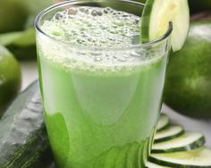 Green Cleaner Juice Recipe (romaine lettuce, celer, cucumber, green apple, kale, parsley, lemon)