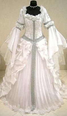 Silver Medieval Wedding Dress Victorian Goth M L XL 14 16 18 Witch Narnia Robe Renaissance Wedding, Renaissance Dresses, Medieval Dress, Medieval Clothing, Gothic Wedding, Vintage Gowns, Vintage Outfits, Costume Venitien, Fantasy Gowns