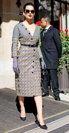 Kangana Ranaut rocked the Paris Fashion Week in her chic and classy attire. Bollywood Fashion, Bollywood Actress, Indian Bollywood, Bollywood Celebrities, Pakistani, Smart Casual, Forever21, Office Wear Women Work Outfits, Capsule Wardrobe