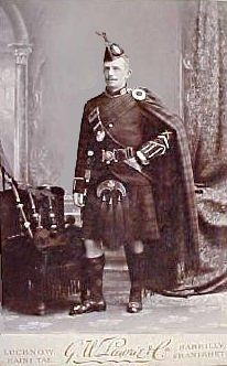 Argyll & Sutherland Highlanders piper, Lucknow, India 1890, cabinet card
