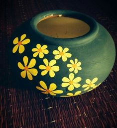 Great Totally Free Pottery for Beginners pots Popular 45 Easy and Beautiful Pottery Painting Ideas for Beginners 45 Easy and Beau Flower Pot Art, Flower Pot Design, Flower Pot Crafts, Pottery Painting Designs, Pottery Designs, Pottery Art, Pottery Painting Ideas Easy, Pottery Ideas, Bottle Painting