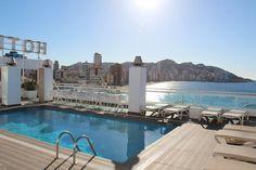 ¡Conseguir un bronceado perfecto es muy sencillo! Bañate en nuestra piscina acompañado de los rayitos de sol🌞 #HotelCentroMar #CentroMarBenidorm #CentroMar #HotelesBenidorm #Benidorm #Benilovers #Alifornia #CostaBlanca #HotelBenidorm #PlayasBenidorm #BuenTiempo #Relax #Vacaciones #Holidays #MarMediterraneo