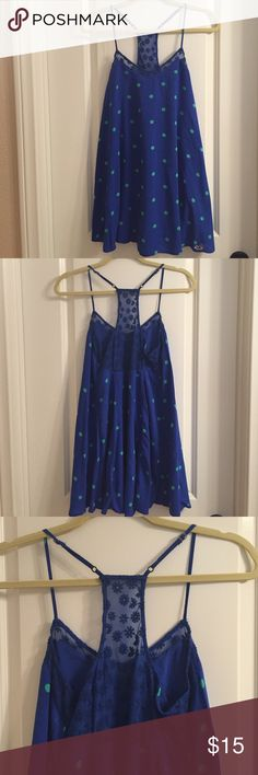 15% Off BundlesAdorable Summer Dress Adorable summer dress by Hollister, so adorable and cool for summer, adjustable straps and in excellent condition! Thanks for looking  Hollister Dresses Midi