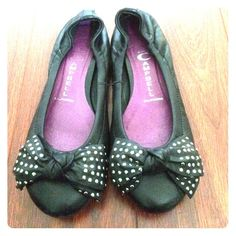 Jeffrey Campbell flats Great condition, hardly worn Jeffrey Campbell Shoes Flats & Loafers
