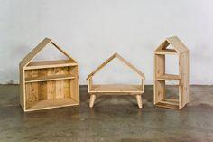 Estantería casita modulable en madera de Pino y madera de Palet... http://www.lapetitemaisonlaboratoridart.com/ https://www.facebook.com/lapetitemaison.laboratoire