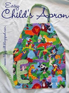 Lilyquilt: Easy Child's Apron Tutorial --SUPER EASY and really cute! New favourite go to homemade gift for little ones. Childrens Apron Pattern, Easy Apron Pattern, Child Apron Pattern, Apron Tutorial, Childrens Aprons, Apron Patterns, Dress Patterns, Baby Sewing Projects, Sewing Projects For Beginners