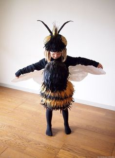 Vintage Halloween Costumes The Cardboard Collective: Queen Bee Costume Retro Halloween, Halloween Cosplay, Halloween Costumes For Kids, Halloween Party, Halloween Halloween, Halloween Makeup, Bug Costume, Dress Up Costumes, Kids Fashion