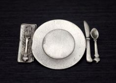 JJ Pewter Place Setting Brooch, Pewter Plate and Flatware Pin, 1988 Jonette Jewelry, Chef or Foodie Gift