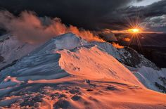 angel-kiyoss:  The Apennies. Sunset in the mountains.