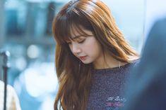 Kpop Girl Groups, Kpop Girls, Lisa Blackpink Wallpaper, Blackpink Photos, Bright Stars, Blackpink Lisa, Dyed Hair, Photo S, Hair Color