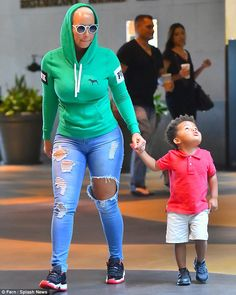 Casual fit Love me some Amber Rose and baby bash  .Great pic. I can't wait to wear this look my self.
