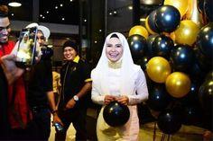 Fida Ibrahim terkejut terima kek hari jadi bernilai RM50ribu buatan Dato Fazley   Pelakon Fida Ibrahim menjelaskan kek hari jadinya yang ke 30 tahun bernilai RM50000 adalah termasuk jam tangan yang dihias bersama kek berkenaan.    Fida atau nama sebenarnya Rafidah 30 berkata jam tangan jenama Rolex itu berharga lebih RM40000 dan ia merupakan hadiah daripada rakan-rakan perniagaannya yang menganjurkan majlis sambutan ulang tahun berkenaan pada 4 Jun lalu.  Nilai kek RM50000 itu termasuk harga…