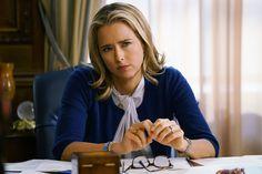 Téa Leoni's <em>Madam Secretary</em> Character Keeps Wearing This Hillary Clinton Pendant Necklace