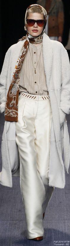 Trussardi Fall 2016 Ready-to-Wear Collection Photos - Vogue Fall Fashion 2016, Autumn Winter Fashion, Love Fashion, High Fashion, Fashion Show, Womens Fashion, Fashion Design, Milan Fashion, Vogue