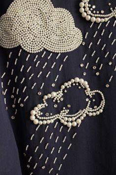 textiles : broderies, nuages et pluie