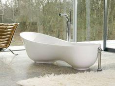 freistehende badewanne in einer interessanten form