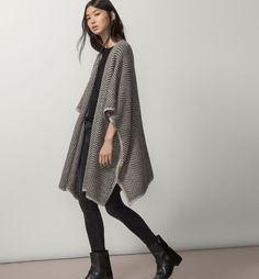 JACQUARD CAPE from massimo dutti, perfectly paired for fall winter style with an all-black city-sleek chic outfit! black skinny jeans with black tee and black moto boots + a drapey beige, brown, grey and ivory cape poncho cardigan sweater