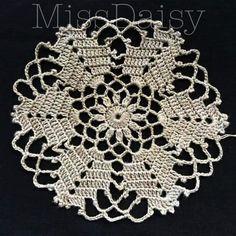 Crochet Dollies, Crochet Lace Edging, Granny Square Crochet Pattern, Crochet Mandala, Crochet Flower Patterns, Crochet Squares, Filet Crochet, Crochet Flowers, Crochet Stitches