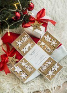 Wielu z Was wie, a część z Was nawet skorzystało z mojej oferty fotograficznej, którą przygotowałam specjalnie z okazji tegorocznych świąt. Skąd wziął mi się ten pomysł i dlaczego wybrałam dla Was taką formę? Odpowiedź znajdziecie w tym bardzo szczerym wpisie na blogu. Advent Calendar, Gift Wrapping, Holiday Decor, Blog, Gifts, Fotografia, Gift Wrapping Paper, Presents, Wrapping Gifts