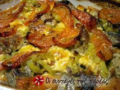 Three meat casserole with tomatoes, peppers & cheese Greek Recipes, Meat Recipes, Slow Cooker Recipes, Food Processor Recipes, Cooking Recipes, Recipies, Greek Cooking, Greek Dishes, Pork Dishes