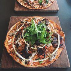 Bondi Pizza for Lunch . #mrtravelalotgoesSydney #mrtravelalot #sydney #newsouthwales #australia #tb #trowback #instatravel #igtravel #travelblogger #travelgram #travel #traveler #tourism #wanderlust #travelphotography #photography #instaaustralia #australiagram #bondi #bondibeach #beach #foodporn #bondipizza #pizza