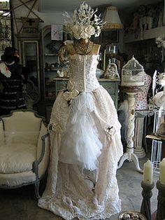 Vignettes antiques dress form ~~~~~ That is quite the gorgeous dress and dress form~~~~