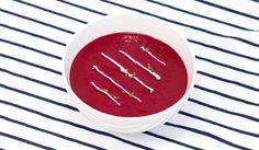 Polévka z červené řepy se zázvorem, kysanou smetanou a řeřichou - Powered by @ultimaterecipe