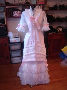 from http://madamemodiste.dreamwidth.org, I'm very inspired by this summer Victorian she made!