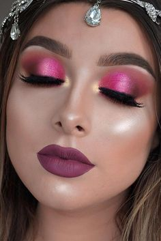 Here you will find chic homecoming makeup ideas. Even if homecoming is a month or two away, you should already decide on how you want your makeup done.