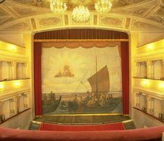 Il Teatro comunale di #Cervia e il #velario in tutto il suo splendore [Italian blogpost].  #Teatro #teatrocomunale #theater #giornateeuropeedelpatrimonio #europeandays #RivieraRomagnola #Romagna #teatridiRomagna