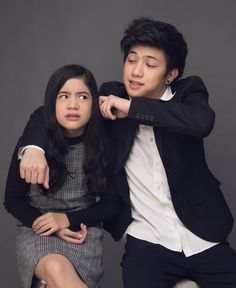 Who are Ranz and Niana Kyle? - Despite their age gap and personality differences, siblings Ranz Kyle and Niana found their common ground in dancing. Siblings Goals, Sisters Goals, Cute Poses For Pictures, Bts Pictures, Ranz Kyle, Cute Teenage Boys, Youtube Stars, Cute Celebrities, Character Aesthetic