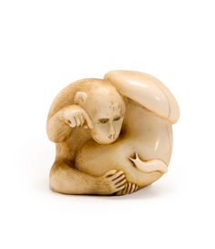 A tinted ivory netsuke of a monkey. By Rantei, 19th century. Photo Bonhams
