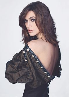 Selling herself on the cover of magazines is the trade off Keira Knightley makes so she can be a big Hollywood star, the actress has conceded. English Actresses, British Actresses, Actors & Actresses, Beautiful Celebrities, Most Beautiful Women, Beautiful People, Elizabeth Bennet, Elisabeth Swan, Keira Christina Knightley
