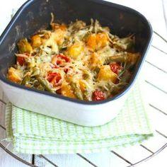 Aardappel ovenschotel met sperziebonen, cherrytomaatjes en ui. Lekker om tijdens het bakken van de ui stukjes chorizo mee te bakken en toe te voegen aan de schotel. Smaakt heerlijk!!