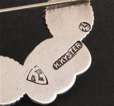 Lauritz.com - Øvrige smykker - Thorvald Bindesbøll. Broche af sølv med agater, fra Holger Kyster - DK, Vejle, Dandyvej