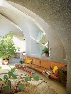 Everyday we share our stories and passions for home design and great architecture. Patio Interior, Interior And Exterior, Tree Interior, Organic Architecture, Interior Architecture, 1970s Architecture, Amazing Architecture, Home Design, Unique House Design