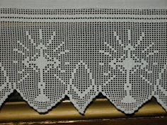 Resultado de imagem para lace fillet with grapes Filet Crochet, Crochet Stitches, Crochet Patterns, Crochet Placemats, Catholic Crafts, Altar Cloth, Kirchen, Needlework, Cross Stitch