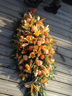 Excellent Pic Funeral Flowers orange Strategies Whether or not you will be organizing and also visiting, funerals are invariably a sad and sometimes nerve-rac. Diy Flower Arrangements For Funeral, Modern Flower Arrangements, Remembrance Flowers, Memorial Flowers, Casket Flowers, Funeral Flowers, Summer Flowers, Diy Flowers, Funeral Sprays