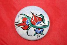 Laleli Çini Seramik Magnet Ceramic Jewelry, Magnets, Decorative Plates, Pottery, Character, Accessories, Painted Rocks, Tulip, Porcelain