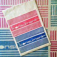 Papiertüten aus dem Warenhaus Konsument. // Paper bags from the department store Konsument. /mg #ddrmuseum #ddr #konsument #design #graphicdesign #historical (at DDR Museum)