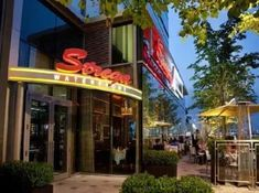 Where To Eat Outside In Boston Restaurants Outdoor Seating, Places In Boston, Newbury Street, South Boston, Boston Harbor, Waterfront Restaurant, Boston Massachusetts, Places Around The World, Outdoor Dining