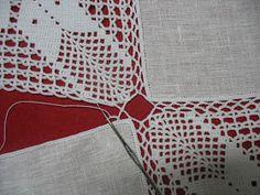 Mantel Lino y Grannys Crochet Diagram, Filet Crochet, Crochet Lace, Crochet Table Runner Pattern, Crochet Tablecloth, Crochet Fashion, Crochet Projects, Kids Rugs, Diy Crafts