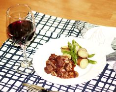 vegan Bourguignon de tofu with small red potatoes and asparagus with herbs Small Red Potatoes, Everyday Food, Vegan Dishes, Tofu, Asparagus, Red Wine, Alcoholic Drinks, Herbs, Kitchens