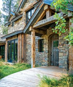 A spacious retreat in the Teton foothills pays tribute to the rustic charm of a bygone era.