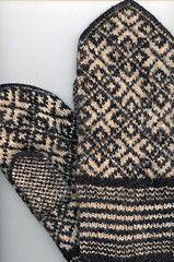 vanhat lapaset - used mittens (vaula) Tags: white black knitting handwork mittens handcraft mitten ksity lapaset neule kirjoneule mustavalkea